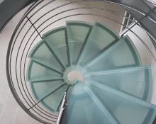 Escalier débillardé inox/verre