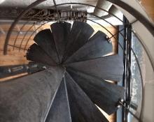 Escalier hélicoidal en acier brut
