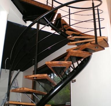 Escalier débillardé acier laqué/bois