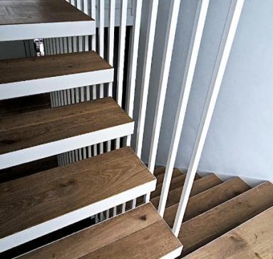 Escalier suspendu acier laqué/bois
