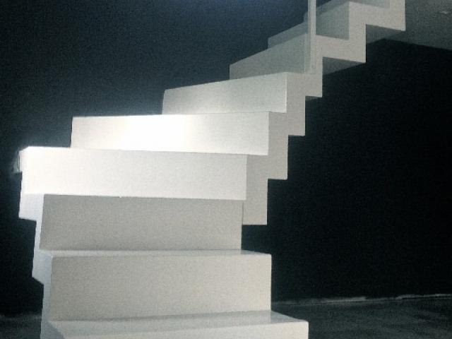 Escalier crémaillère en acier laqué