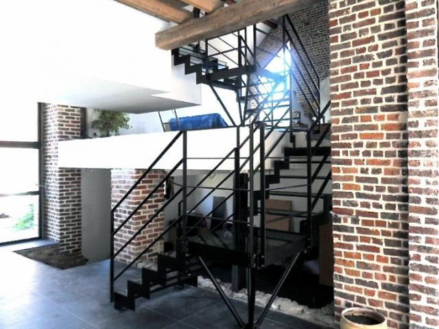 Escalier crémaillère en acier laqué/verre