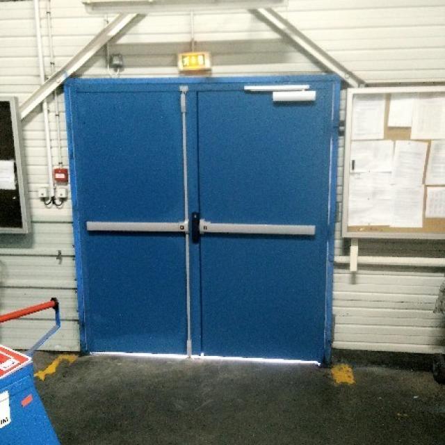Porte métallique industrielle